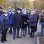 Игорь Мурог проверил ход благоустройства Севастопольской аллеи