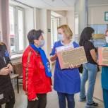 Единороссы передали женской консультации в Одинцово наборы средств индивидуальной защиты