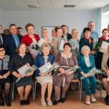 Ольга Окунева поздравила монастырщинских и починковских учителей