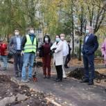 Ирина Слуцкая проверила благоустройство дворовых территорий в Черноголовке