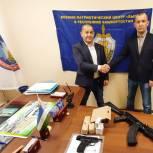 Проект «Защитник Отечества» передал военно-патриотическому центру «Вымпел» тренировочное оружие