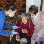 Ветераны из Амурска получили мобильные телефоны с безлимитной сотовой связью