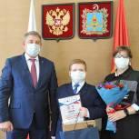 Александр Богомаз наградил самого юного победителя «Диктанта Победы»