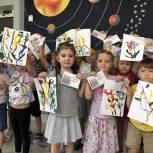 В Химках партийцы помогли дошколятам поздравить своих бабушек и дедушек