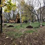 Столичные депутаты помогли жителям СВАО озеленить городской сквер