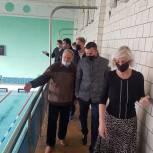 Александр Легков и Сергей Двойных посетили в Пересвете бассейн, нуждающийся в капремонте