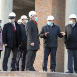 Александр Моор оценил ход строительства в Ишиме Дворца культуры и бульвара Белоусова