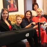 Девушке-инвалиду из Ленинградской области подарили спецоборудование