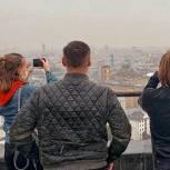 Единороссы Арбата организовали мастер-класс по фотографии на крыше одного из известных домов-книжек