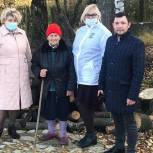 Ленинские волонтеры обеспечили ветерана дровами на зиму