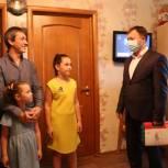Сергей Низов поздравил с наступающим Днем отца жителя села Ново-Талицы