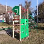 По инициативе партийных активистов возле красноярской школы №30 появилась комплексная спортплощадка