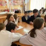 Хабаровские школьники сыграли в «РосКвиз», посвященный Дню рождения Хабаровского края.
