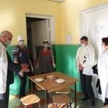 Партийцы проверили качество организации питания для младшеклассников в сельской школе