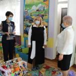 Депутат поздравила коллектив сельского детского сада и ознакомилась с работой учреждения