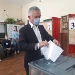 В голосовании принял участие руководитель Региональной общественной приемной партии Владлен Колесников