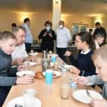 Единороссы Сергиева Посада проверили организацию питания в школе №18
