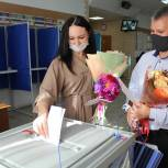 «Сначала - в ЗАГС, а потом - на избирательный участок»: супруги сразу после росписи отправились голосовать