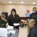 В Твери проголосовала многодетная семья Проскуряковых, воспитывающая шестерых детей