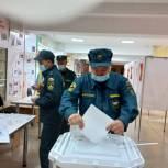 Уйское: Голосуют сотрудники МЧС и молодые семьи