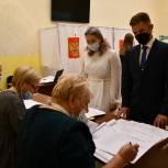 В Серпухове на избирательный участок пришли молодожёны