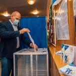 «Голосую за осознанное и прогнозируемое будущее»: Александр Карелин рассказал, что его привело на избирательный участок
