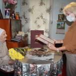 Феодосийские единороссы поздравили 102-летнюю крымчанку с днем рождения