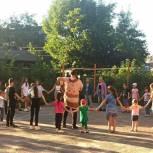 Валерий Савельев принял участие в празднике двора на улице Ставского