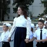 Владимир Константинов посетил торжественную «линейку» в Научненской средней школе