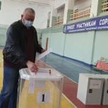 Сергей Чащин проголосовал на участке в Доме физкультурника в Марксе