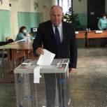 Мэр Тулунского района проголосовал у себя на участке