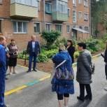 Дмитрий Федотов принял участие в приемке работ по благоустройству придомовой территории