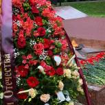 В День освобождения Смоленщины в память о павших возложили цветы к Вечному Огню