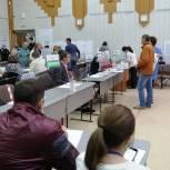 Участие в голосовании в Томске принимают общественники и депутаты
