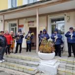Избирателей Копейска поздравляет духовой оркестр