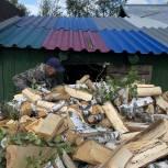 Волонтеры Советского района помогли пенсионерке перенести дрова
