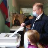 Лидер свердловских единороссов Виктор Шептий проголосовал на выборах