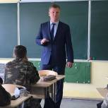 Депутаты Мособлдумы провели открытые уроки в школах Люберец
