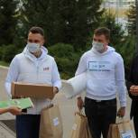 В Тульскую детскую областную больницу активисты единого волонтерского штаба передали канцтовары
