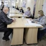 Председатель городской думы проголосовал на своем избирательном участке