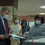 Анатолий Артамонов вместе с супругой посетили избирательный участок и сделали свой выбор
