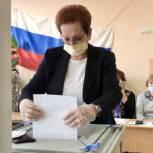 Оксана Козловская проголосовала в Асиновской школе