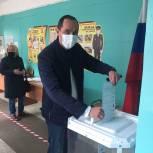 Лидер пронских единороссов пришел на избирательный участок
