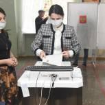 Елена Ельникова приняла участие в голосовании по выборам в Госдуму и региональный парламент