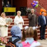 Рахим Азимов поздравил учащихся и педагогов школы №9 с Днем знаний