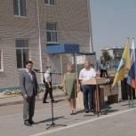 Глава Калмыкии Бату Хасиков посетил торжественную линейку и открытие новой школы в Малых Дербетах