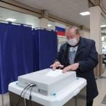 Сахалинские единороссы голосуют на выборах депутатов Государственной Думы