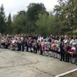В Кыштыме педагогов, учеников и родителей поздравил с Днём знаний депутат Виктор Маркин