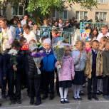 Депутат Николай Николаев побывал на торжественных линейках в чебоксарских школах