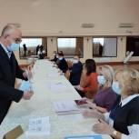 Сенатор Олег Цепкин проголосовал на участке номер 1382 в городе Магнитогорске в 9 часов утра
